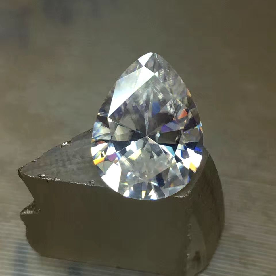 Good quality pear shape white China manufaturteer moissanite glass stone with hole for jewelry