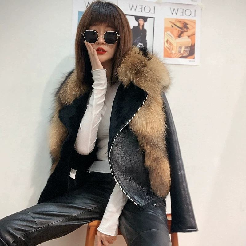 New Arrival Factory Classic Woman Sheepskin coat with Big Raccoon fur
