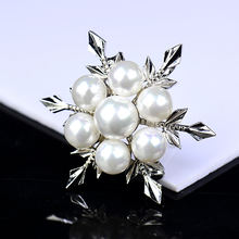 Fashion Snowflower Pearl Brooches For Women Elegant Brooch Pins Wedding Party Dress Coat Jewelry Accessories