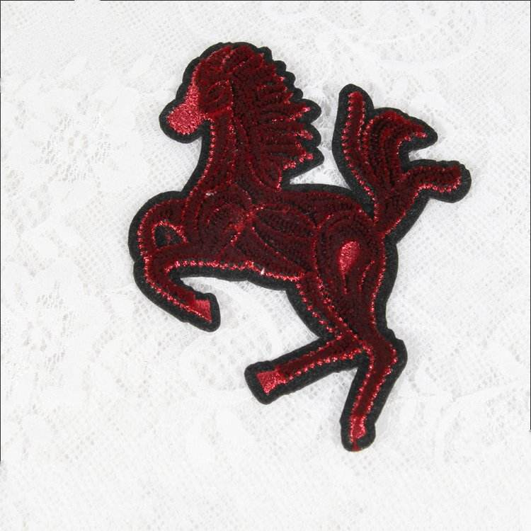 Cavallo rosso distintivo patch di ferro sul applique autoadesivo del tessuto t-shirt garment bag