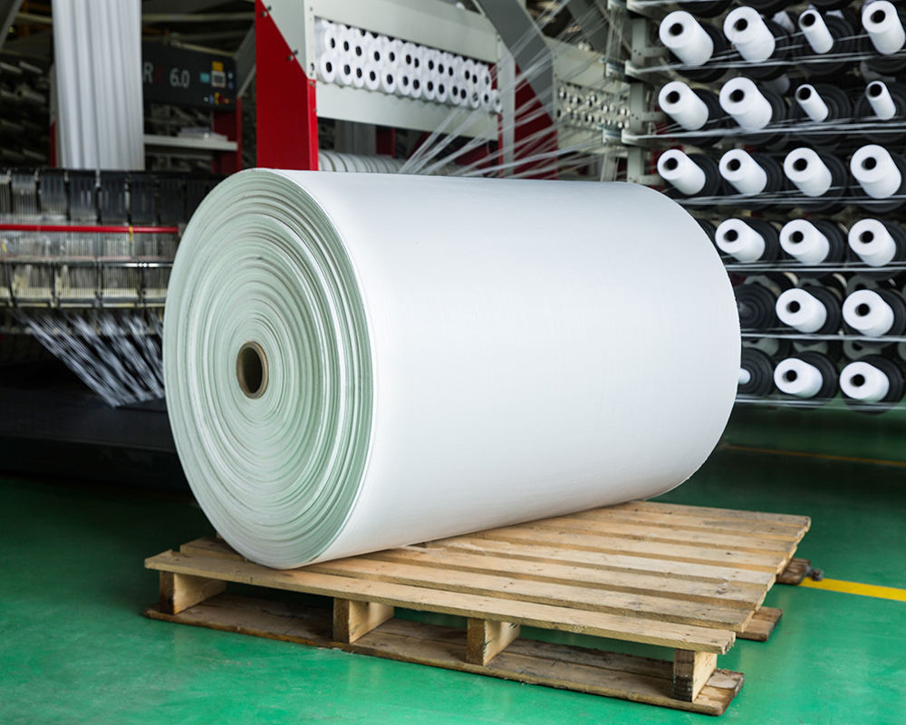 Wholesale PP woven rolls are used to make pp and bopp packaging in agriculture industry and chemicals