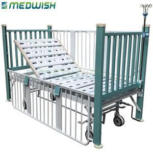 El diseño del OEM manual sola manivela dimensiones de la cama pediátrica levantar capaz de barandillas médica cama de niño