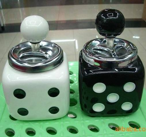 Fashion Different Design Personality Decorated Ceramic Porcelain Dice Ashtray with Lid For Promotional Gifts