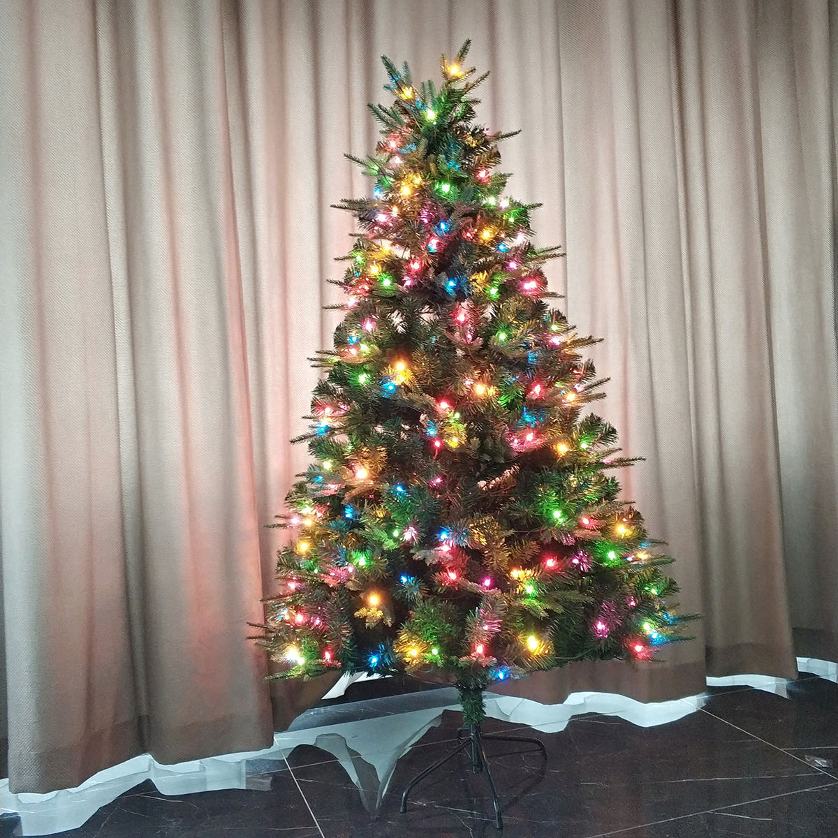 New Arrived Pre-lit Artificia Christmas Tree With Led Lights