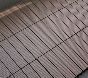 Ao ar livre preço barato chocolate 4 painéis decking hollow 300x300 de fibra de madeira + PEAD engineered flooring WPC DIY interlock azulejo pavimento