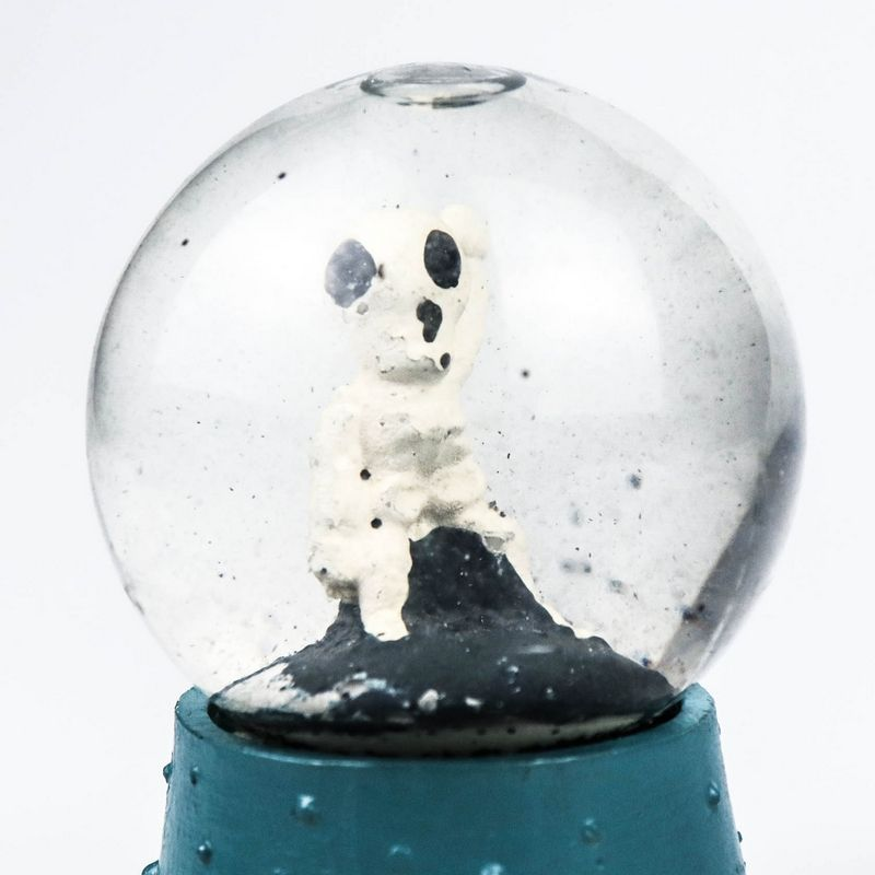 popular kids liking resin life size small water globe snow globe for holiday