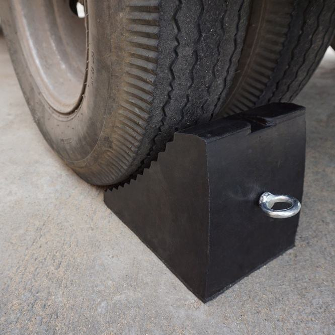 Luba Best Sales 240X165X195Mm Truck Rubber Wheel Chock For Tyre Stopping