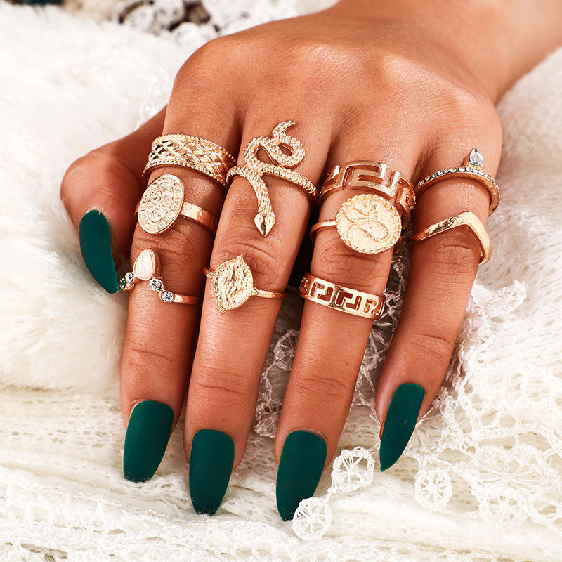 10 Stks/set Retro Disc Standbeeld Hollow Geometrische Kroon Ratelslang Ring Gesneden Gold Snake Ring Set <span class=keywords><strong>Sieraden</strong></span>