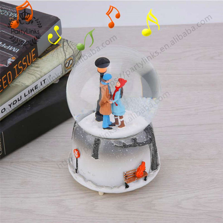 Wholesale Couple Snow Scene Music Ball Novelty Night Light Musical Snow Globe Box Gift for Christmas Valentine's Day Products