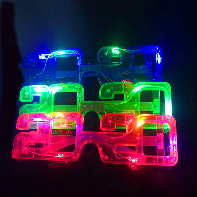 2020 New Year Flashing Glasses GlowでThe Dark 6 LED Glowing Light Up GlassesためNew Year Party Christmas Favors