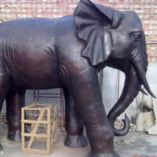 Hot sale in real size Chinese supplier small copper home decorative metal elephant