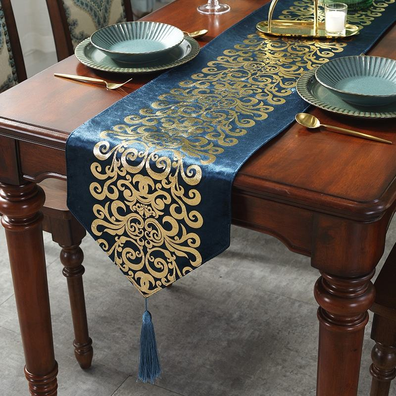 Hot sale European luxury floral pattern velvet gold stamping Christmas decorative table runner for home hotel banquet