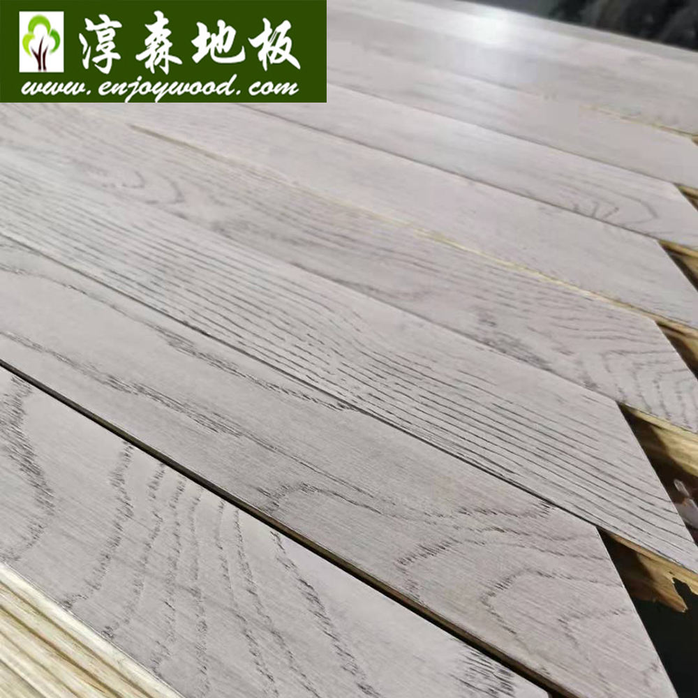 Grey Color Solid Russian White Oak Hardwood Chevron Design Parquet Flooring Chevron Wood Flooring