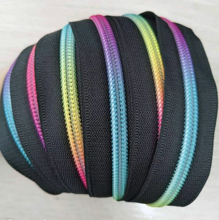 Custom O/E Multi-Color Rainbow resin & plastic zipper tape for zipper bags