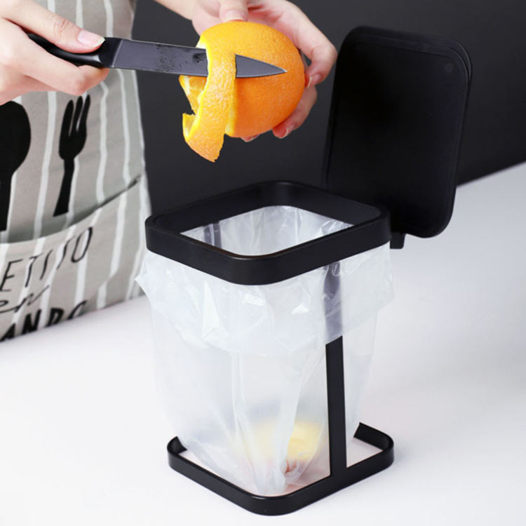 Household mini desktop trash can kitchen living room dressing table creative wrought iron small trash can with lid
