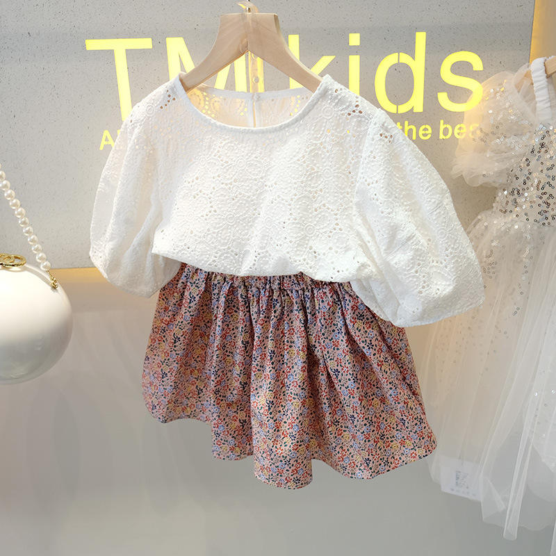 Summer new children's clothing girls suit fashion Korean lace hollow top and floral short skirt two-piece suit