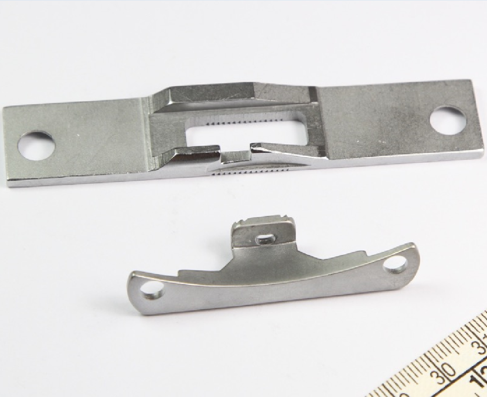 1SET NEEDLE PLATE AND FEED DOG FIT FOR ADLER 467 SINGLE NEEDLE