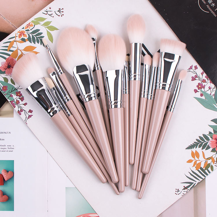 Professional Flat Fan Khaki Vegan Private Label Makeup Brush