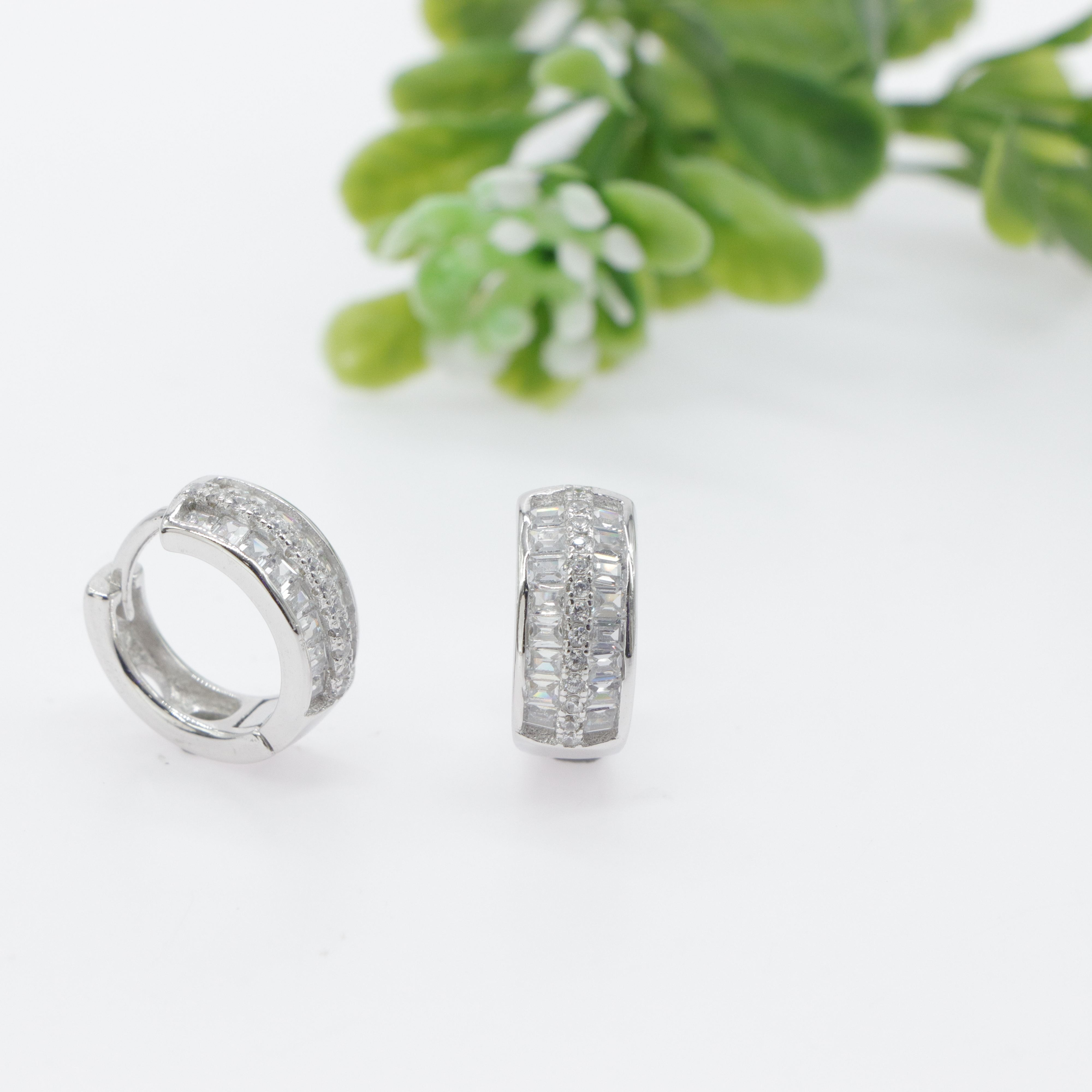 Durable Quality China supplier Fashionable Diamond Hoop Earrings Platinum Plating Gift