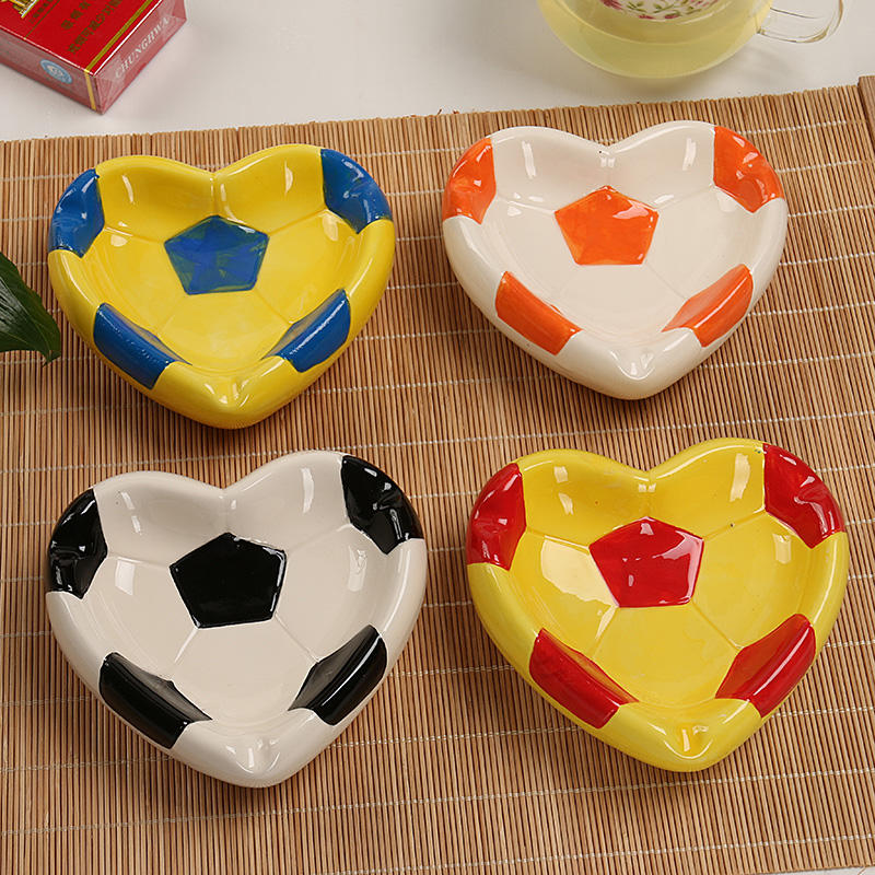 New ceramic ashtray creative design heart - shaped football cigar ashtray