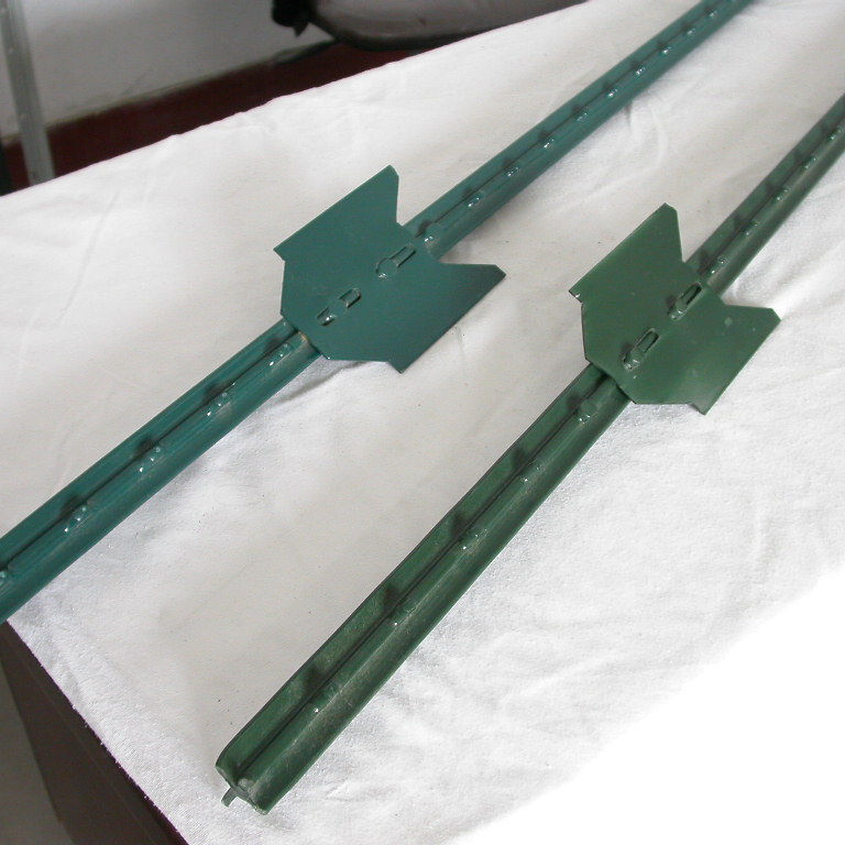 American cheap green coated steel studded T posts with clips 6ft 8ft for farm fence