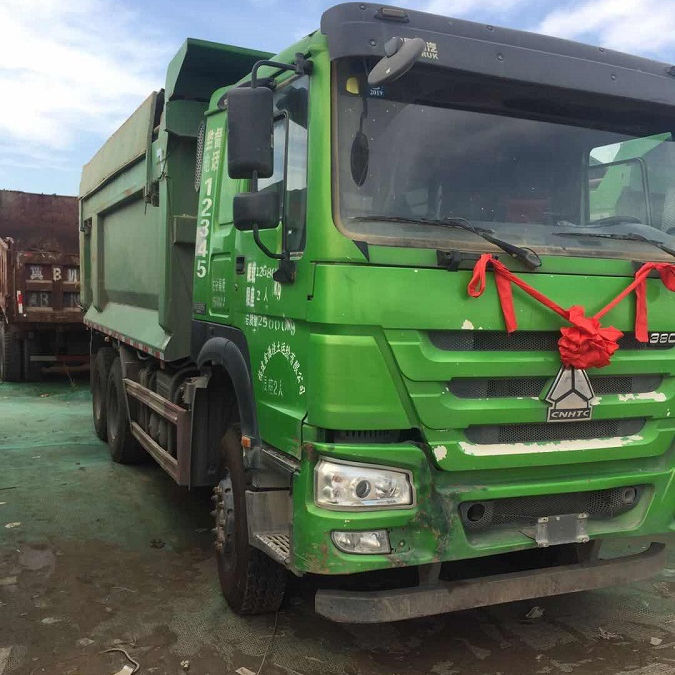 Used low price 12 wheels 8x4 sinotruck howo dump truck 30 ton tipper truck with top quality