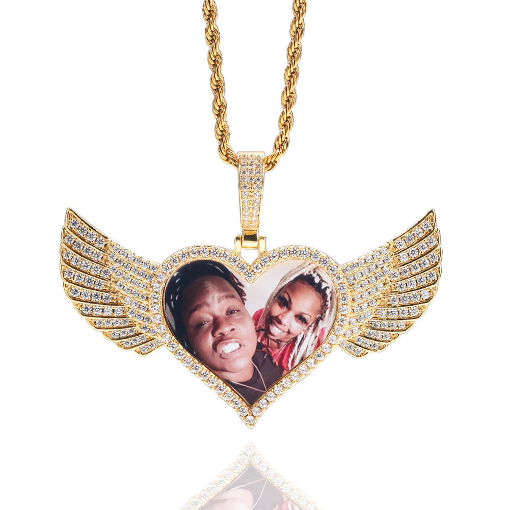 New Hiphop Custom Charm Jewelry 18 18k Gold Plated Micro Paved AAA CZ Heart Wings Picture Pendant Necklace