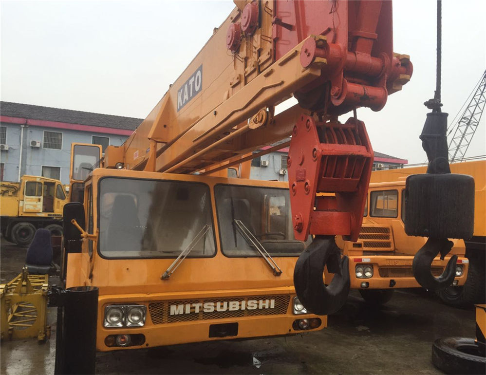 Second-hand crane kato nk-450e with low price used crane for export