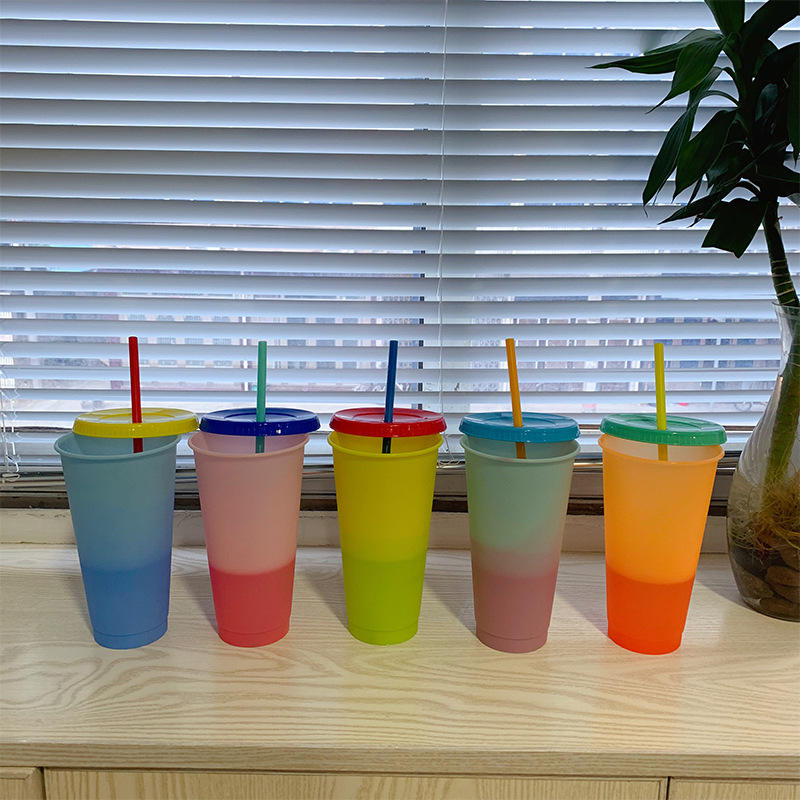 2021 Reusable 16 unzen Plastic Color Changing Cups Clear Magic Cold Changing Color Bpafree Mug Accpet Custom