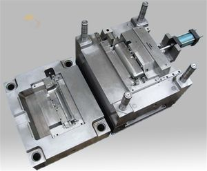 Hohe präzision benutzerdefinierte auto teile kunststoff injection automotive spalte mould design maker