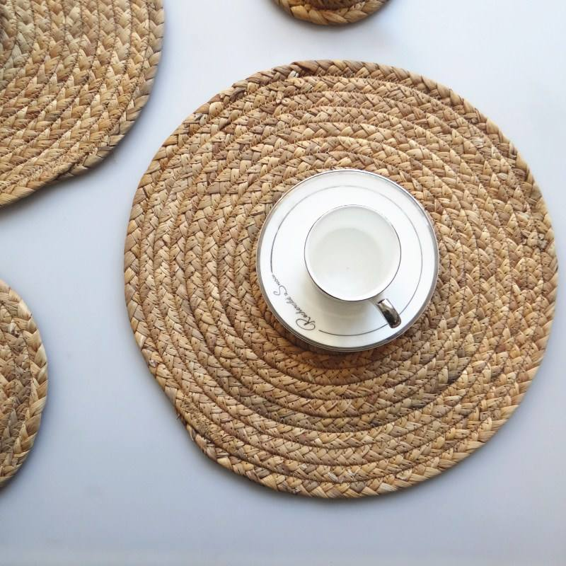 Natural Woven Placemats Round Woven Straw Placemats Rattan Placemats Handmade Dining Table Mats Insulation Pad No-Slip Pads
