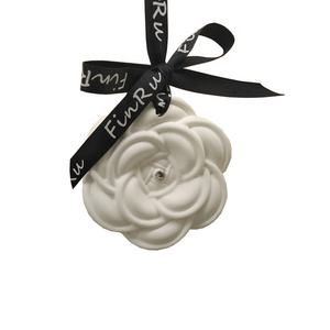 Rose Shaped Hanging Air Freshener Gift Set Scented Clay Ceramic Aroma Fragrance Essential Oil Diffuser Stone