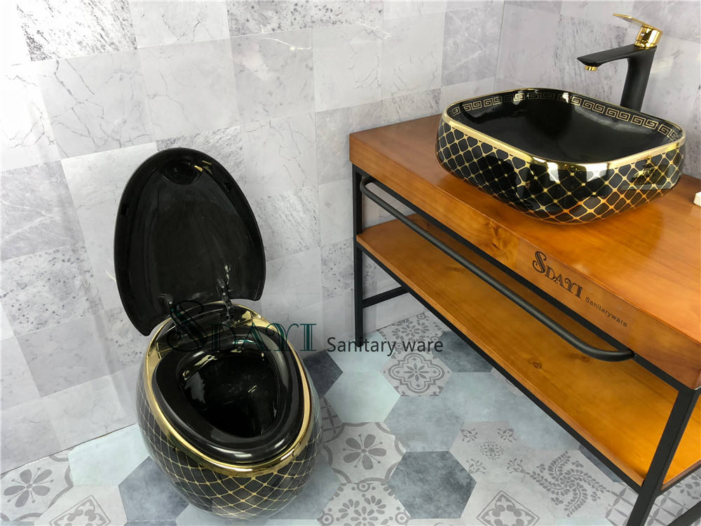 Western Egg Around Shape Black Color Gold Design Ceramic Wall Hung Toilet Slow Down Seat Cover Closet