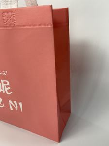High quality non-woven PP 3D shopping bag waterproof environment-friendly gift bag can be customized with Logo