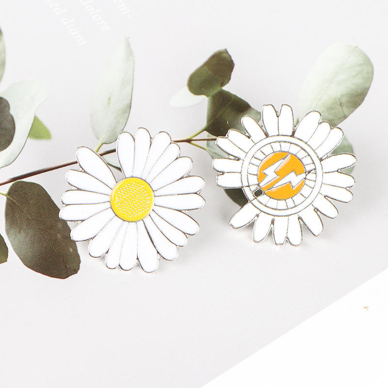 Korean Pop star G-DRAGON logo little daisy metal plated pins