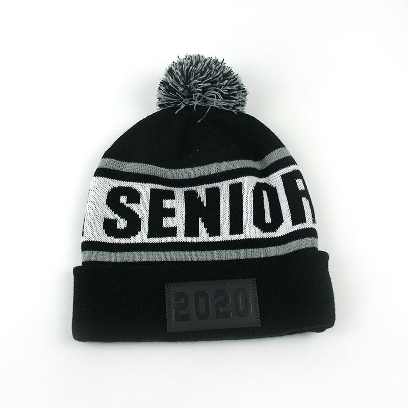 2020 promotional Wholesale custom acrylic knit winter pom hat with leather patch