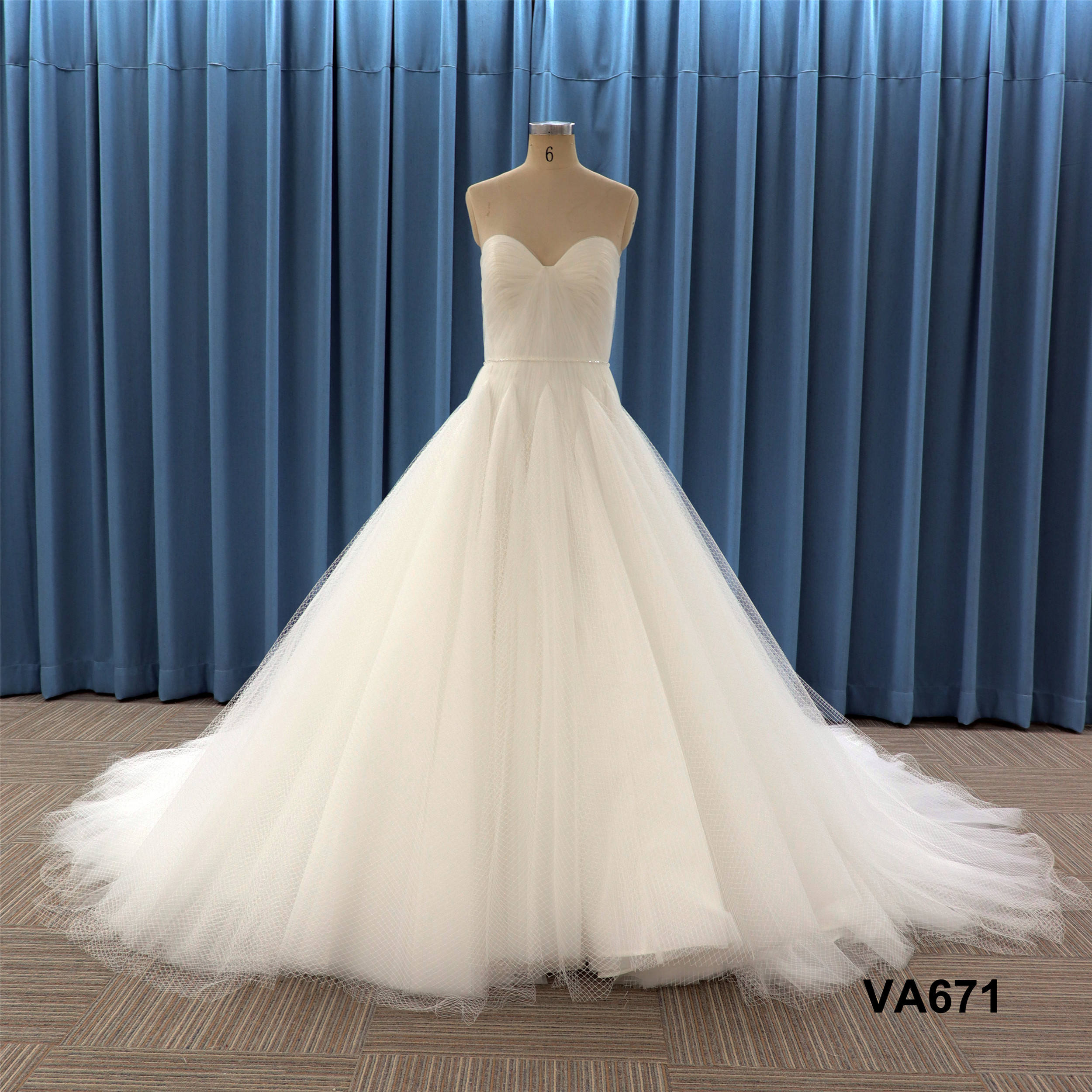 strapless pleat decoration with Lattice mesh tulle ball gown plain design wedding dress