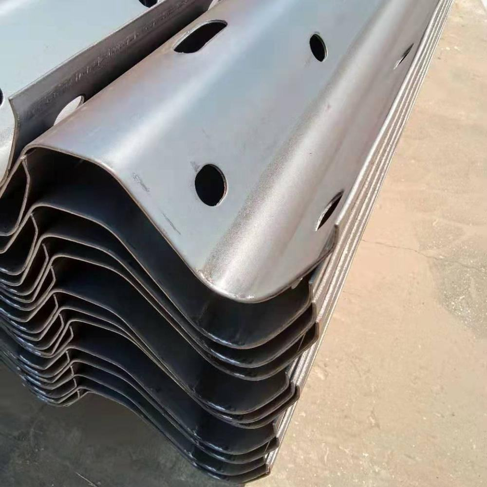 square galvanized fence posts corrugated steel beam guardrail farm fence metal posts steel traffic barrier