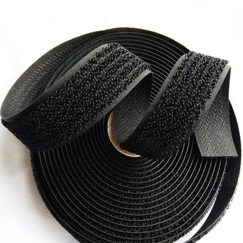 Крючок и петля черного нейлонового ремешка на липучке с одной стороны