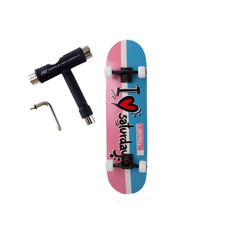Manufacturer wholesale quick delivery skateboard for boys and girls