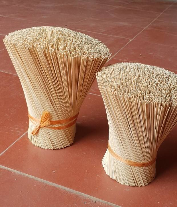 BAMBOO STICKS for making raw agarbathies (Good Materials)-8'' counting 4600 sticks per Kg