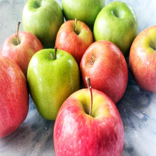 Kashmiri Iran Fresh Apple, Packaging Type: Carton, Packaging Size: 10 Kg