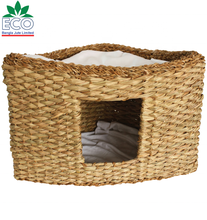 Eco-friendly Hand Woven Sweetgrass straw portable  pet house   Pet Carriers with bed  for pet and cat and dog.