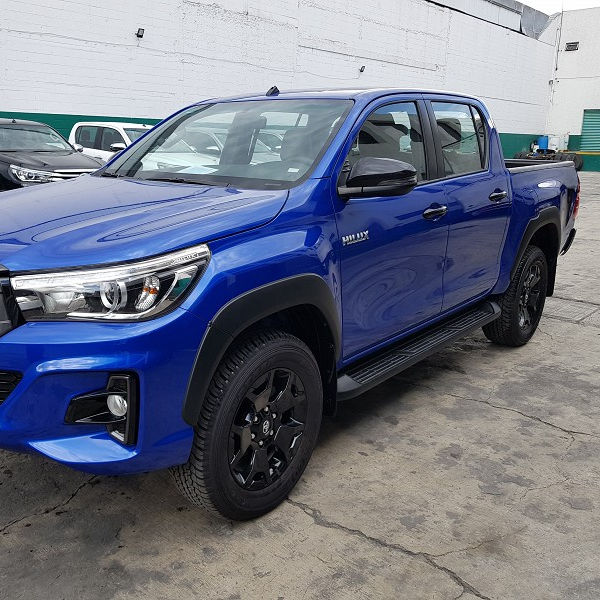 Per La Nave Auto USATE <span class=keywords><strong>toyota</strong></span> <span class=keywords><strong>hilux</strong></span> <span class=keywords><strong>diesel</strong></span> pick-up 4x4 doppia cabina