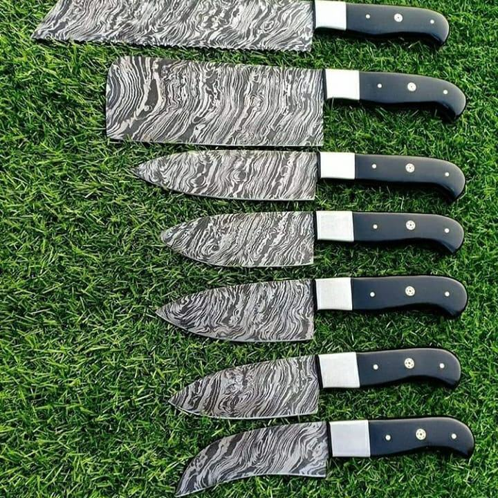 Important Demoscus knife set