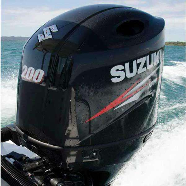 Used 2018 Suzukis 150HP 4 stroke outboard motor / boat engine