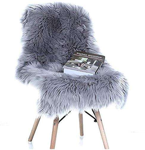 Icelandic Bedside Area Rugs Grey Faux Fur Sheepskin Rug Shaggy Wool Soft Fluffy Luxury Carpet for Home Decor Irregular 2ft X 3ft
