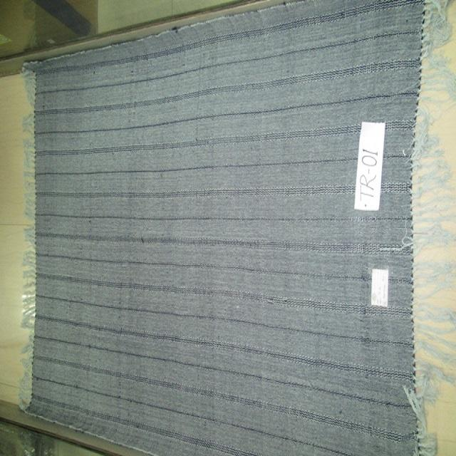 100% Cotton yarn dyed throw with 2 side fringes