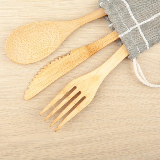 Manufacturing Pioneer Environmentally Friendly Products In Vietnam_Bamboo Cutlery Flatware With Bags From Wahapy Vietnam