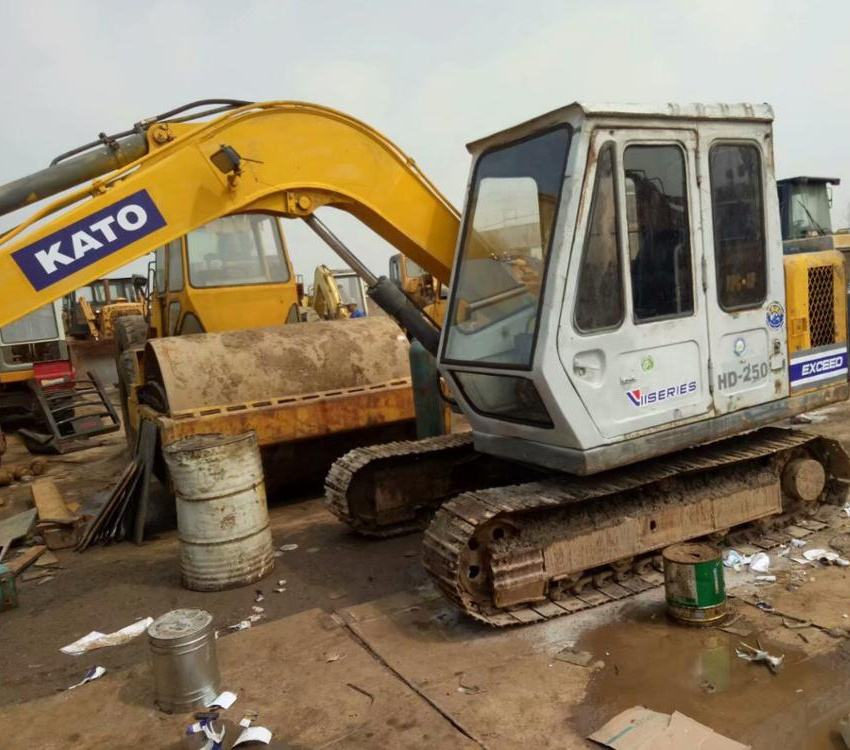 Good Working Condition Small Used Kato HD-250 Crawler Excavator For Sale
